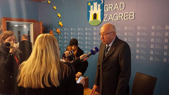 Grad Zagreb press HUHIV